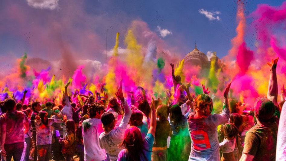 पढ़िए अपनी राशि के अनुसार कौन सा रंग खेलें, होली दे सकती है शुभ समाचार