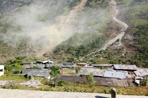 उत्तराखंड : पहाड़ी से गिरा बड़ा पत्थर, खेत में काम कर रही देवरानी-जेठानी की दर्दनाक मौत, एक महिला थी गर्भवती
