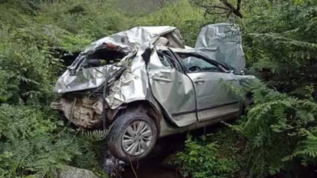उत्तराखंड : भीषण सड़क दुर्घटना, कार खाई में गिरने से 1 की मौत, 5 गंभीर घायल