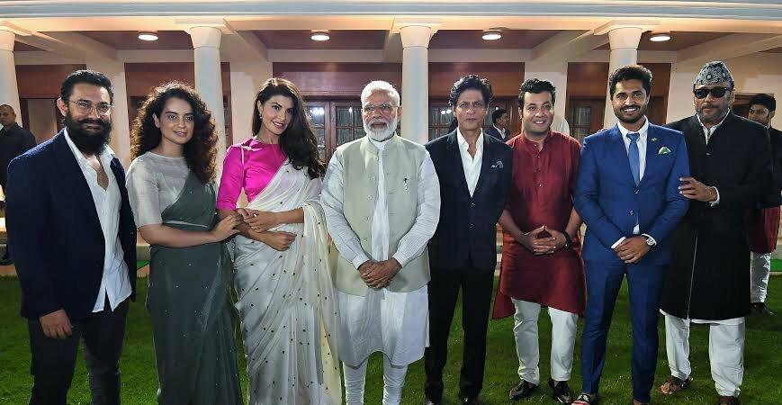 पीएम मोदी की बॉलीवुड कलाकारों से मुलाकात, कहा गांधी और गांधीवाद पर बनाएं सीरियल और फिल्में
