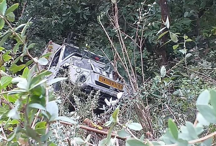 उत्तराखंड : 3 लोगों को कुचलकर खाई में गिरा वाहन, शरदोत्सव मेले से घर लौट रहे थे तीनों