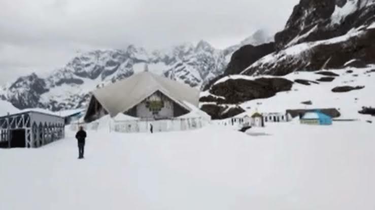 हेमकुंड साहिब का साल का पहला Video, सबसे उंचाई पर गुरुद्वारा और झील अभी भी बर्फ से ढके हैं, मनमोहक तस्वीरें
