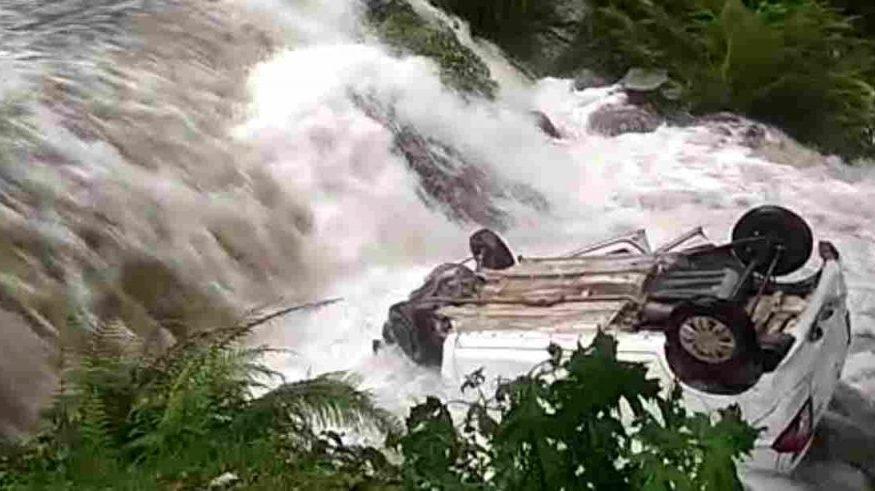 Uttarakhand भारी बारिश में बही चलती कार, 6 जिलों के लिए ऑरेंज अलर्ट सहित 10 जिलों के लिए चेतावनी