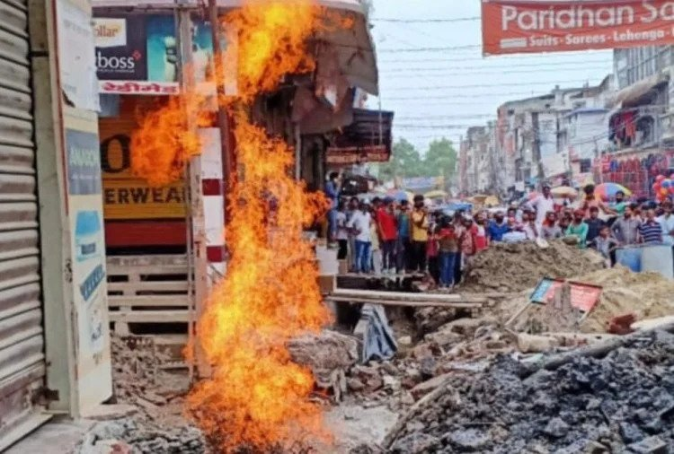 Uttarakhand जमीन से निकलने लगी आग की लपटें, मचा हड़कंप, फिर क्या हुआ पूरी खबर पढ़ें
