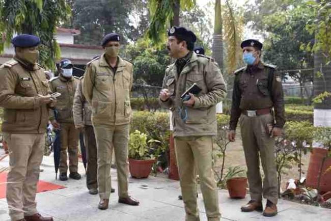 Uttarakhand एसएसपी के सामने दीवार पर पेशाब कर रहा था पुलिसकर्मी, फिर क्या हुआ पढ़िए