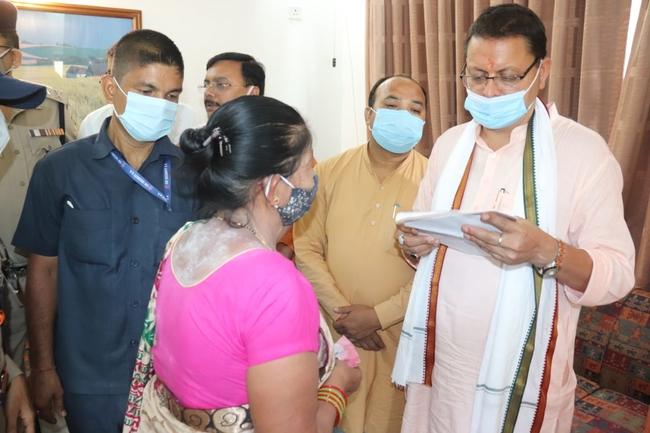 खटीमा : मुख्यमंत्री ने सुनी आम जन की समस्यायें, कहा हमारी सरकार नो पेंडेंसी पर कार्य करेगी