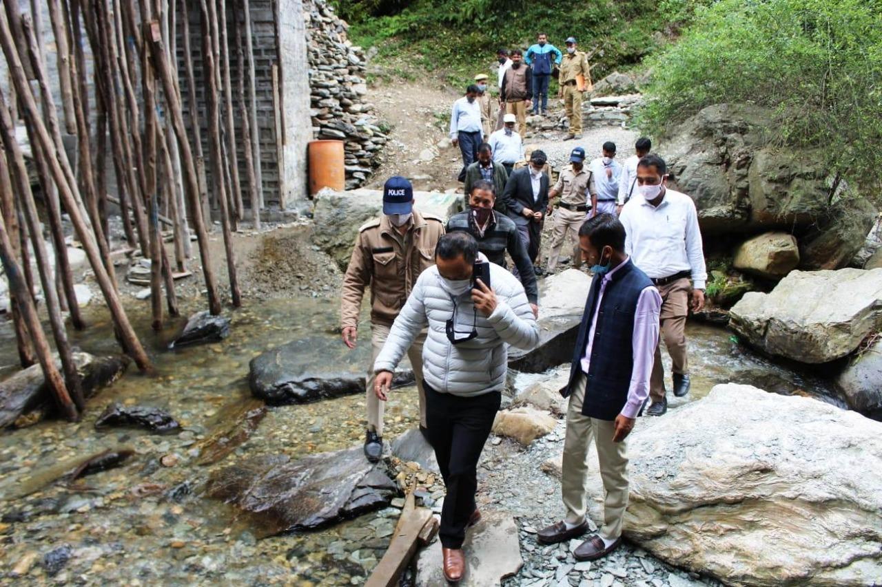 Uttarakhand नैनीताल के भालूगाड़ झरना स्थल का जायजा लिया DM ने, कहा ज्यादा से ज्यादा पर्यटकों को लाने की कोशिश