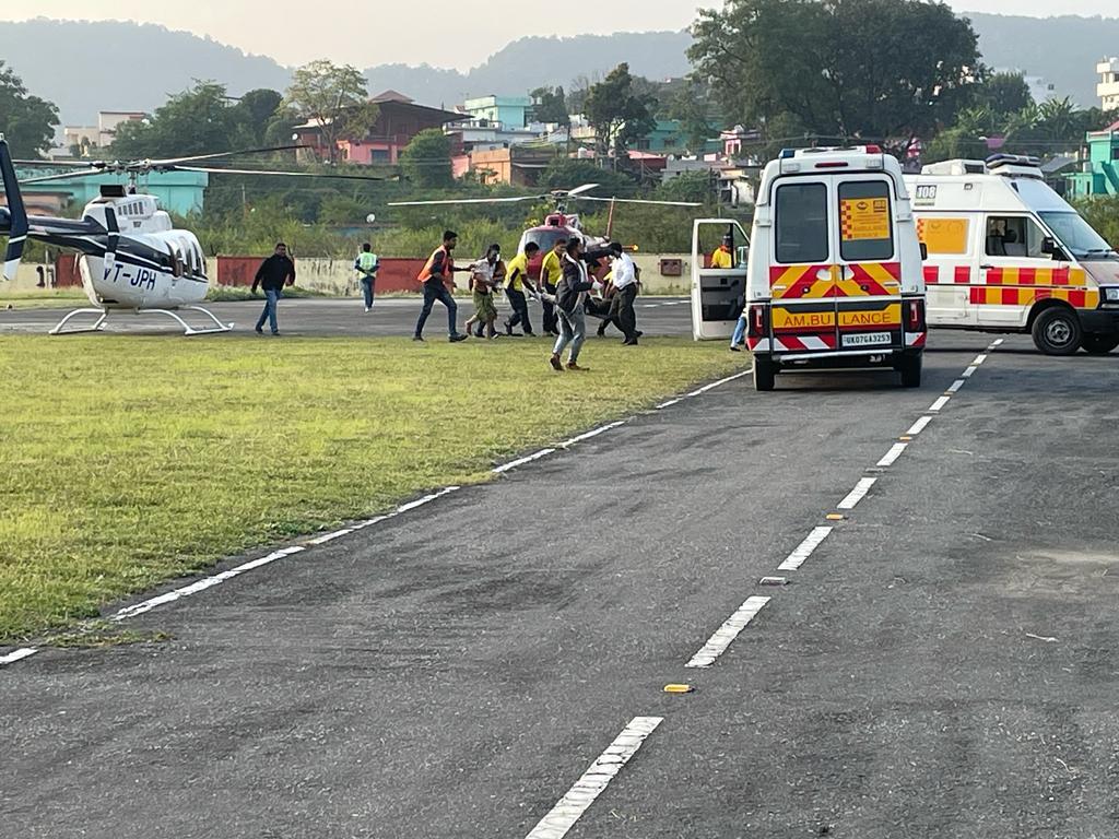 Uttarakhand : गोपेश्वर से जलने से घायल 3 मरीजों को सीएम के निर्देश पर हेली एंबुलेंस से देहरादून लाया गया, कोरोनेशन अस्पताल में करवाया भर्ती